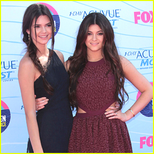 Kendall &#038; Kylie Jenner - Teen Choice Awards 2012