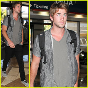 Liam Hemsworth: LAX Airport Stud!