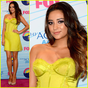 Shay Mitchell - Teen Choice Awards 2012