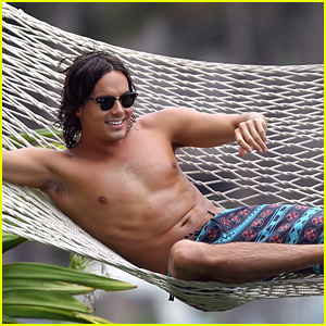 Tyler Blackburn: Shirtless Vacation in Hawaii!