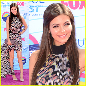 Victoria Justice - Teen Choice Awards 2012