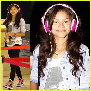 Zendaya: Pink Studded Headphones at LAX!