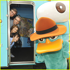 Alyson Stoner & Vincent Martella Find Perry The Platypus at the Pier!