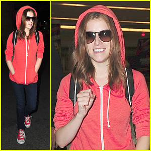 Anna Kendrick: Orange Hoodie Hot