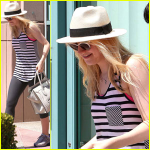 Dakota Fanning: Gym Stripe Beauty