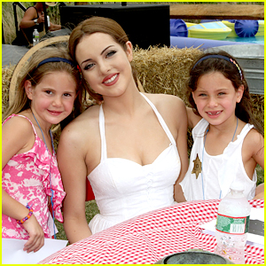 Elizabeth Gillies: Einstein Hamptons Family Day!