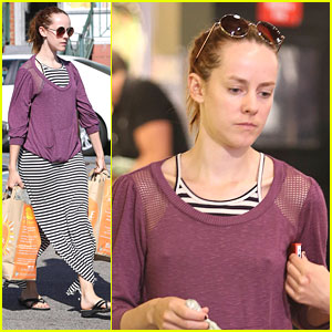 Jena Malone: Make-Up Free at the Market