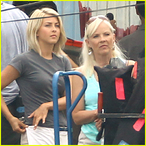 Julianne Hough: 'Safe Haven' Set with Mom Mari Anne