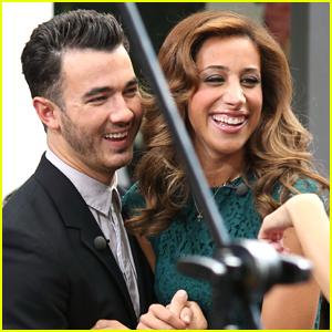 Kevin & Danielle Jonas: Extra Extra!