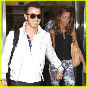 Kevin & Danielle Jonas Take To The Skies After Getting 'Sirius'