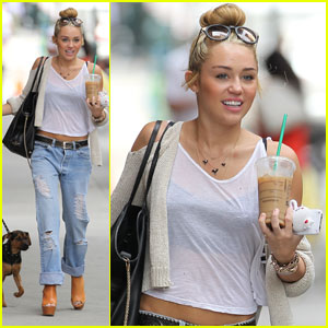 Miley Cyrus: Philadelphia Stroll with Happy!