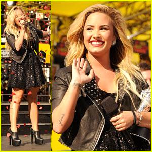 Demi Lovato WINS at MTV VMAs 2012
