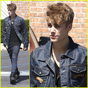 Justin Bieber Skips MTV VMAs
