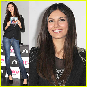 Victoria Justice: HMV Signing in Manchester!