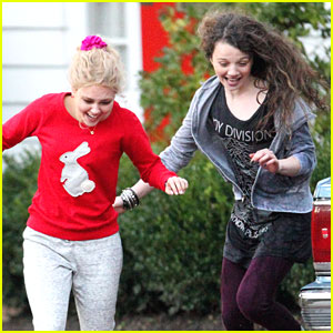 AnnaSophia Robb & Stefania Owen: 'Carrie Diaries' Car Wash Cuties
