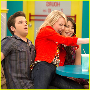 Emma Stone on 'iCarly' -- FIRST LOOK!