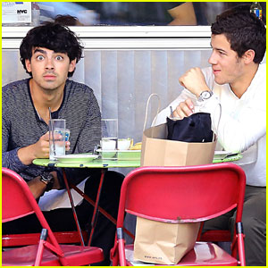 Joe Jonas & Nick Jonas: Brotherly Love in NYC!