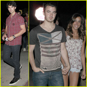 The Jonas Brothers: Osteria Mamma Restaurant with Danielle!