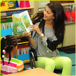 Zendaya Donates Backpacks To Ann Street Elementary School