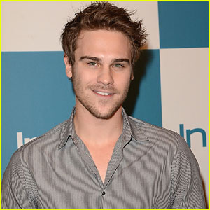 Grey Damon Joins 'Socio'