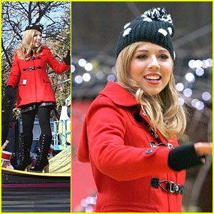 Jennette McCurdy - Macy's Thanksgiving Day Parade 2012