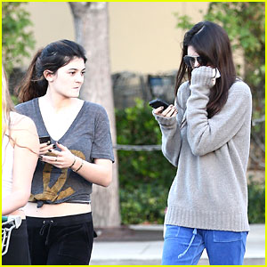 Kendall & Kylie Jenner: Grocery Girls