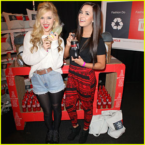 Megan and Liz: AMAs 2012 Red Carpet Correspondents!