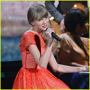Taylor Swift: 'Begin Again' Performance at CMA Awards 2012 - WATCH NOW