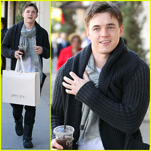 Jesse McCartney: Shopping in Beverly Hills