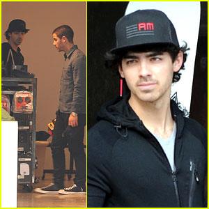 Nick & Joe Jonas: Burton Snowboard Stop