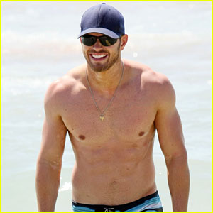 Kellan Lutz: Shirtless at Cronulla Beach!