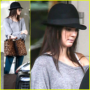 Kendall Jenner: Last Minute Holiday Shopping