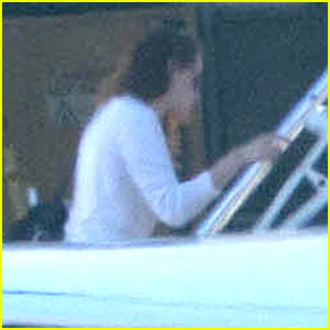 Kristen Stewart: Private Jet Departure