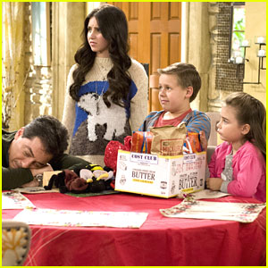 Ryan Newman: 'See Dad Run' Christmas Into The Ground -- Pics & Clip!