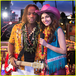 Victoria Justice &#038; Leon Thomas: Cowboy Luau on 'Victorious'!