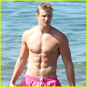 Alexander Ludwig: Shirtless in Hawaii!