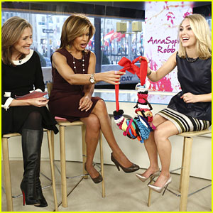 AnnaSophia Robb: Scrunchie Necklace on 'Today Show'