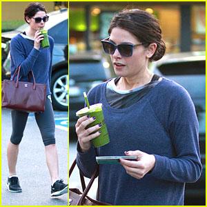 Ashley Greene: Green Smoothie To Go