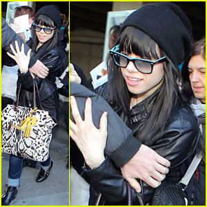 Carly Rae Jepsen: Nice Airport Arrival