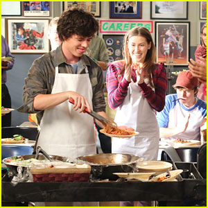 Eden Sher &#038; Charlie McDermott: Life Skills Partners!