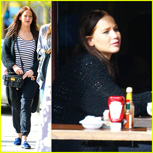 Jennifer Lawrence Lunches at Kings Road Cafe