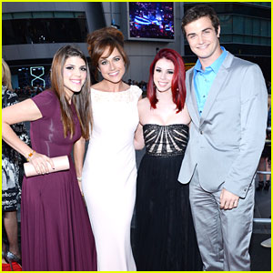 Jillian Rose Reed & Beau Mirchoff: 'Awkward' Wins at People's Choice Awards 2013!