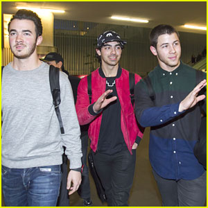 Jonas Brothers Arrive in Mexico!