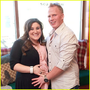 Kaycee Stroh: Baby Bump at Sears Lounge