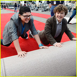 Rico Rodriguez &#038; Nolan Gould Roll Out SAG Awards Red Carpet