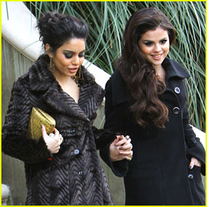 Vanessa Hudgens & Selena Gomez: Golden Globe Viewing Party Pair