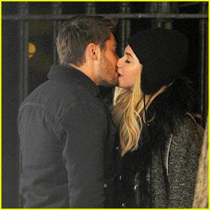 Zac Efron & Imogen Poots: Kiss Kiss in Gramercy Park