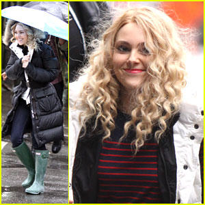 AnnaSophia Robb: Rainy Day on 'Carrie Diaries' Set