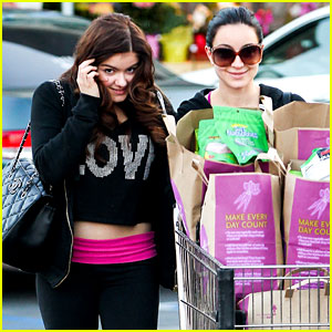 Ariel Winter: Whole Foods Stop with Sister Shanelle