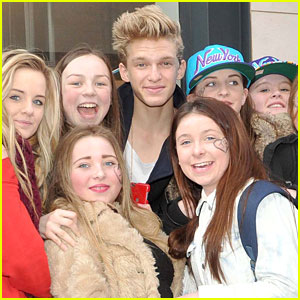 Cody Simpson: Greeting Fans In Dublin!